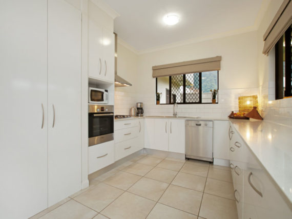 16-botany-white-benchtop-kitchen